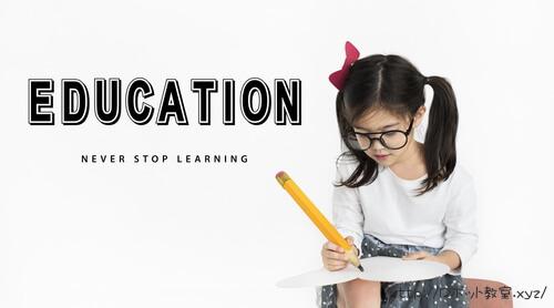 プログラミングを学ぶ女の子