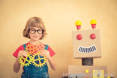 モーターを持った子供とロボット