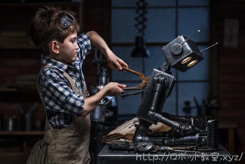 ロボット製作に没頭する男の子