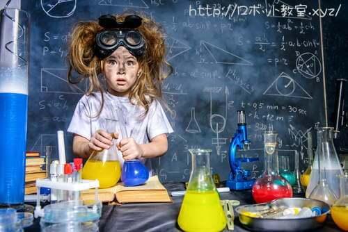 理科実験中の小学生女子。理科離れが加速?