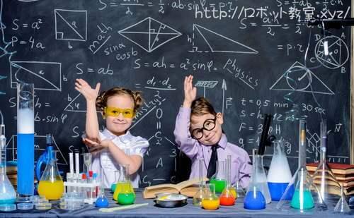 理科実験中の小学生