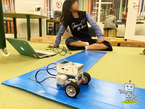 レゴマインストームをプログラミングしてロボットを動かす