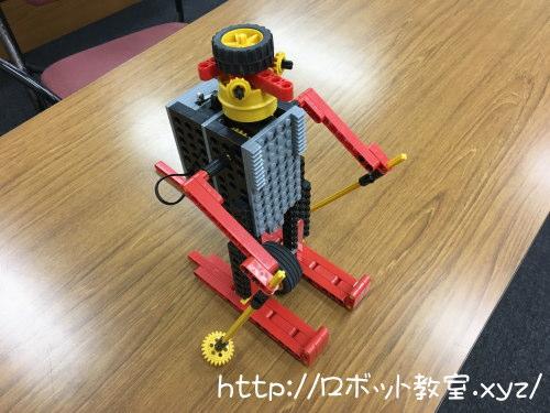 東成区のロボットプログラミング教室でアルペン君を小学1年生の女の子が作りました