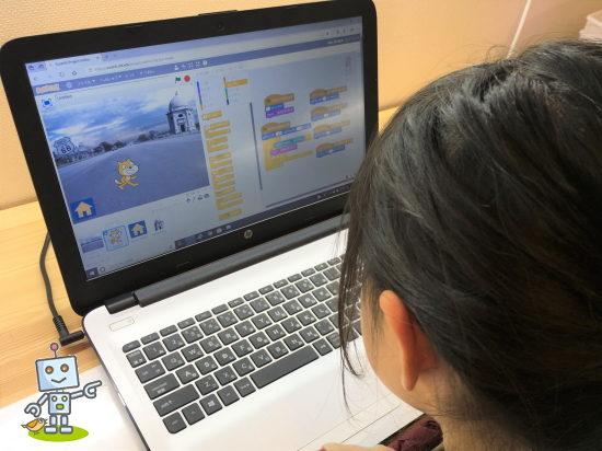 子どもプログラミング教室の授業風景