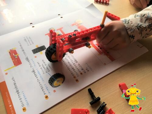 小学生が集中力を発揮して作ったロボット