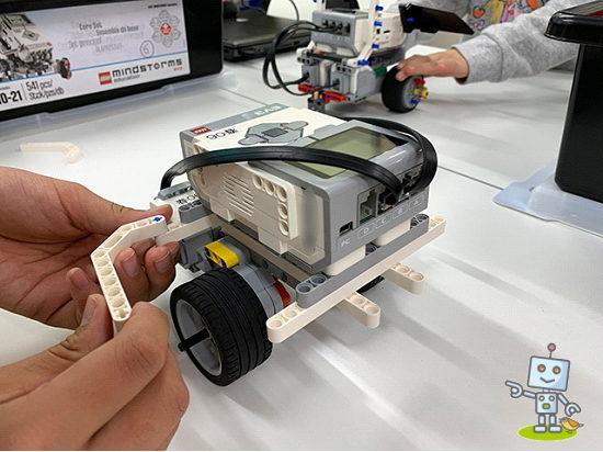 レゴのロボットにプログラミングします