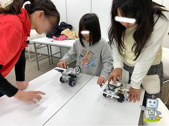 プログラミングしたレゴロボットを動かします