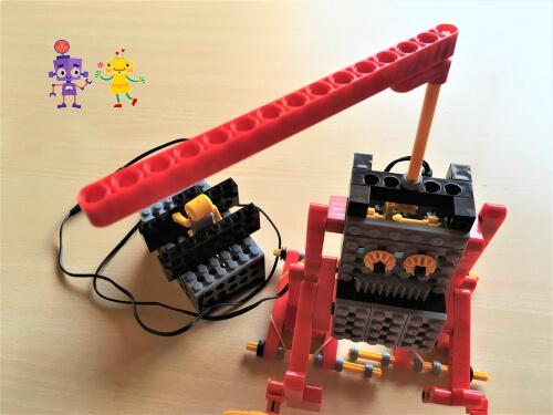 呉市の小学生が作った相撲ロボット