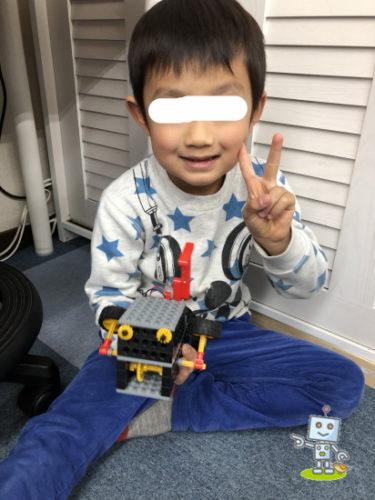 自作ロボットと年中5才の男の子