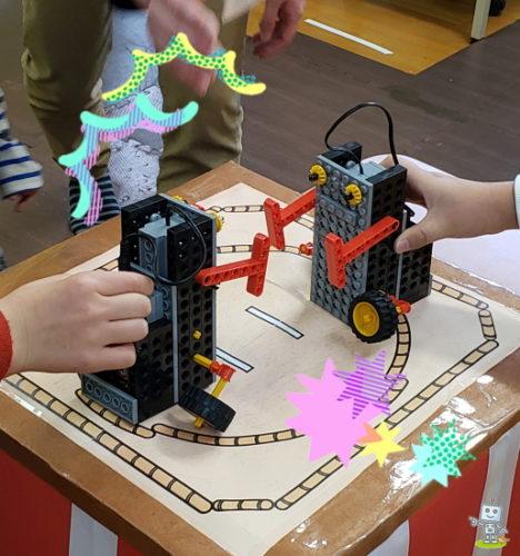 ロボットで相撲大会する子ども
