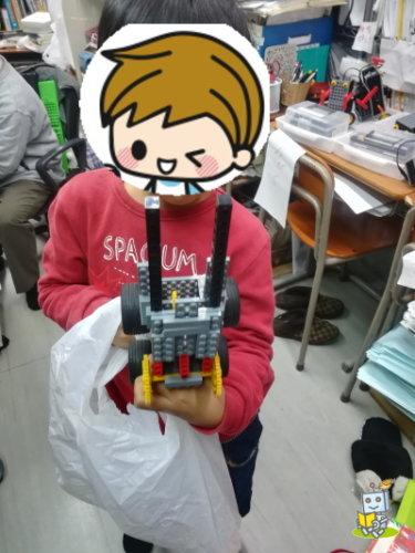 平野区のロボットプログラミング教室を体験して大喜びの小学生男子