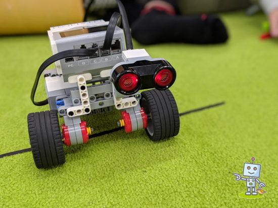 レゴマインドストームでロボットを作りプログラミングします