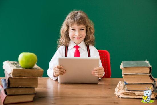 始めて自分のパソコンを買ってもらって喜ぶ中学生