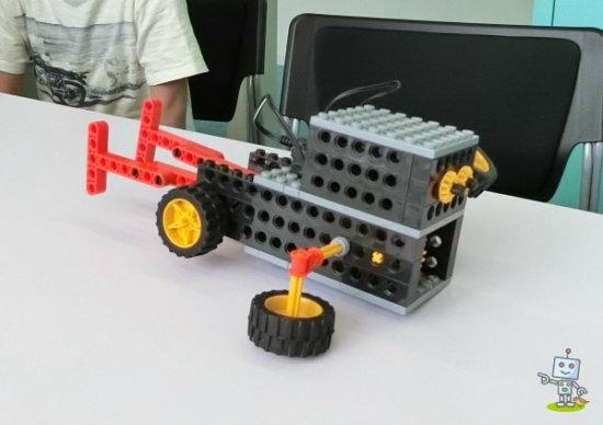 大阪市城東区「ヒューマンアカデミー城東区民センター」で作ったロボット