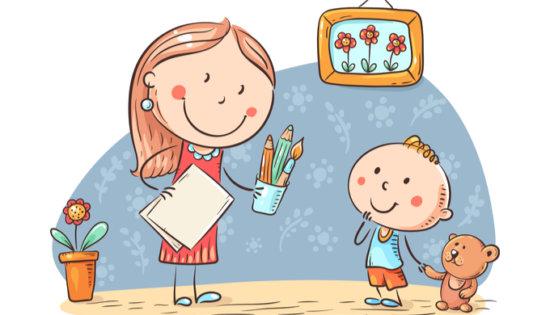 ママと一緒に文章を書く練習をする小学1年生