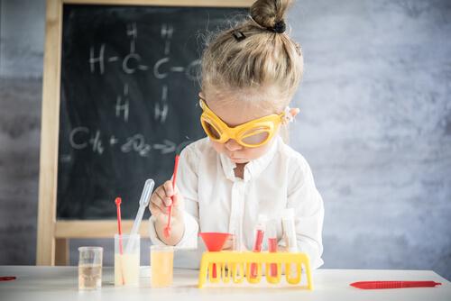 脳科学者と医師免許の関係を調べる子供